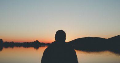 আল্লাহ তাআলার একনিষ্ঠ ইবাদত ও তাঁর দানে সন্তুষ্ট হয়ে দোআর মাঝে মগ্নতায় প্রভূত কল্যাণ